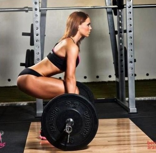 The MOST Common Deadlift Mistake Women Make (And How to Fix It)